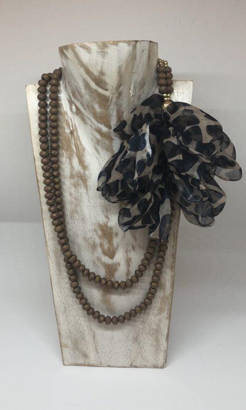 Collar bronce con flor