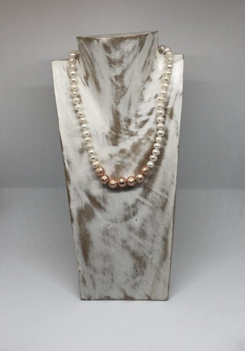 Collar perlas bolas bronce