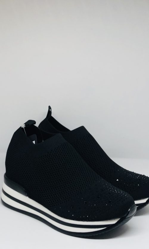 Zapatilla negra brillos