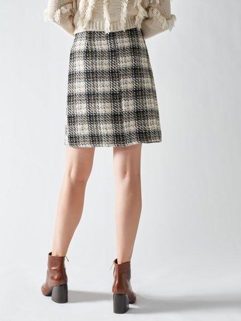 trasera falda corta tweed