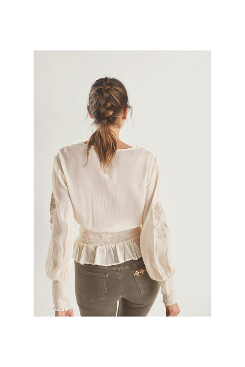 blusa-con-cenefa-bordada-en-escote (2)