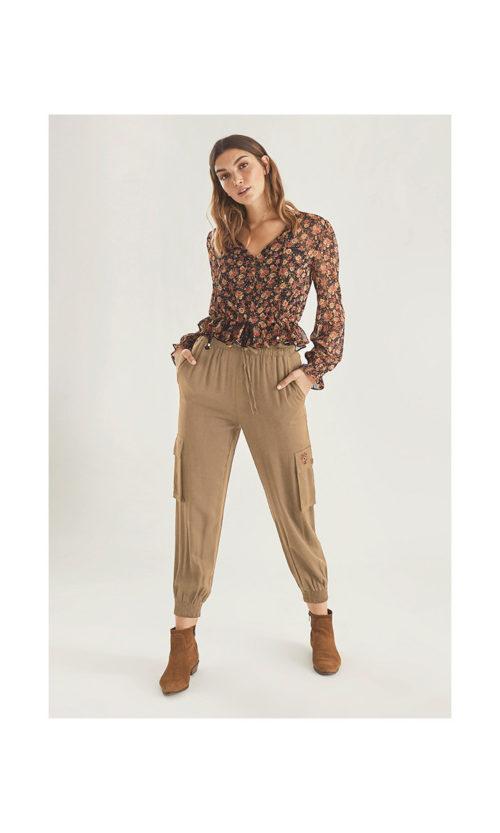 pantalon-cargo-bolsillo-bordado (3)